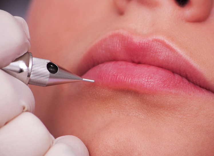 Permanent Make-up für die Lippe